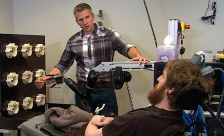 Tetrapléjico recupera el sentido del tacto gracias a un brazo robótico