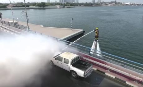 En Dubái los bomberos van montados en jetpacks