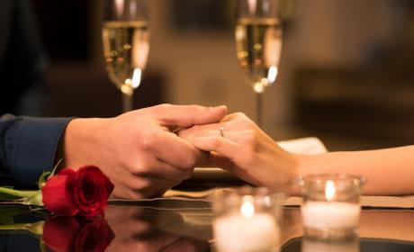 ofertas san valentin, cena san valentin, descuentos san valentín 2017, ideas regalo san valentin, regalos originales san valentin para ella, regalos de san valentin para mi el 2017, apps san valentín, viajes san valentin