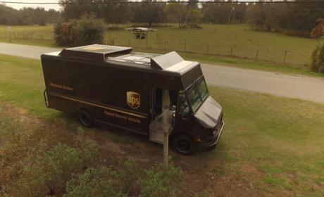 UPS presenta un dron que despega desde el furgón de reparto de paquetes