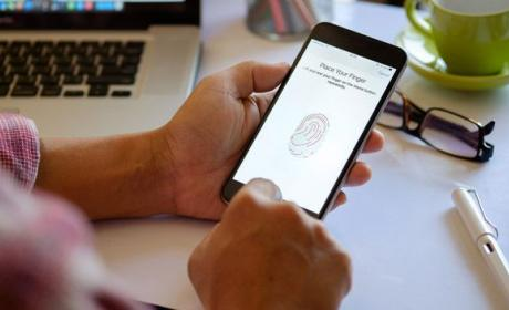 Una huella dactilar maestra desbloquea el 65% de los móviles
