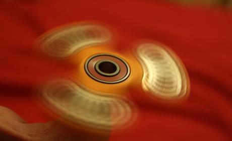 ¿Qué es Fidget Spinner? El gadget que amenaza a colegios e institutos