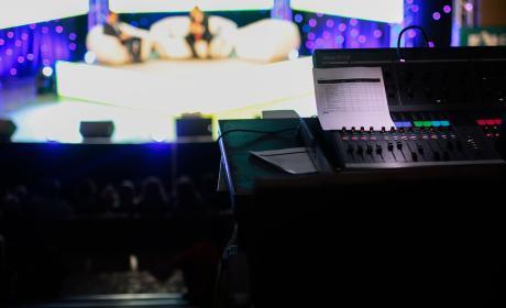 Cabina de realización de un programa de televisión