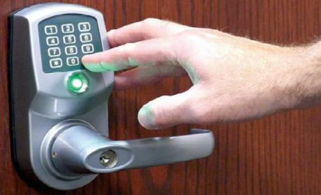 Esta cerradura inteligente se actualiza y deja a sus propietarios en plena calle.