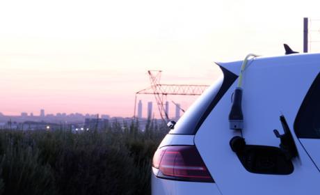 Así es la experiencia de cargar un coche eléctrico en Madrid