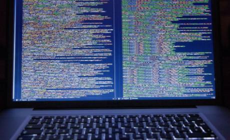 Los hackers ahora infectan tu ordenador con malware para minar bitcoins con él.