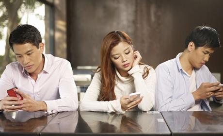 La mitad de las personas pasan 5 horas diarias con el móvil
