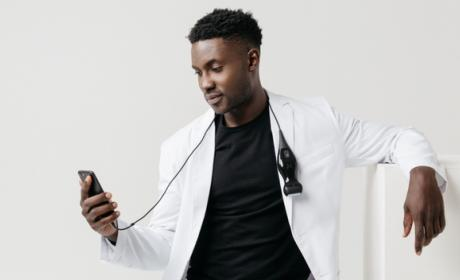 Un médico se autodiagnostica un cáncer con un iPhone