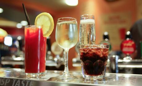 es malo mezclar bebidas alcohol