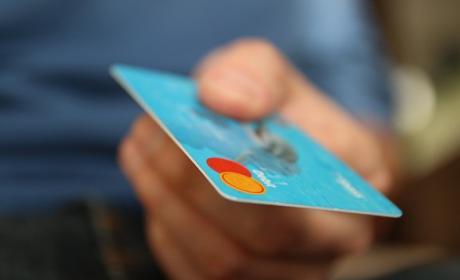 Esta tarjeta bancaria tiene conexión a Internet y no caduca.