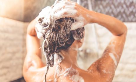 con que frecuencia debo lavarme el pelo