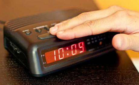 reloj eléctrico atrasado