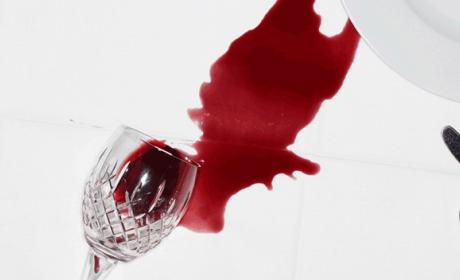Cómo limpiar una mancha de vino de la ropa