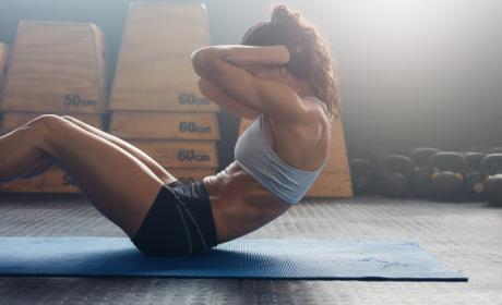 Cómo hacer abdominales correctamente.