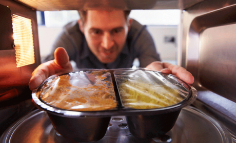Trucos para calentar la comida en el microondas
