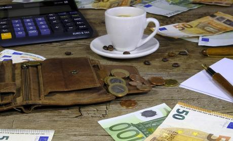 Guardar dinero en casa