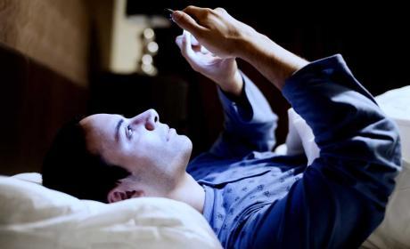 Así afecta a tu vista pasar muchas horas leyendo desde el móvil