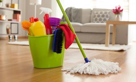 limpieza casa, cubo fregona