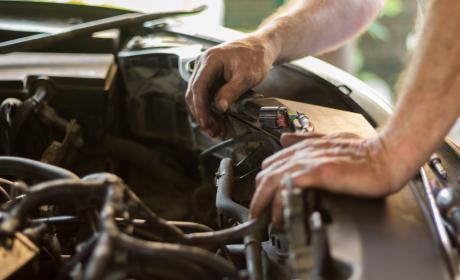Avería reparar coche mecánico