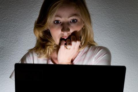 Imputada por fisgar el email de su suegra