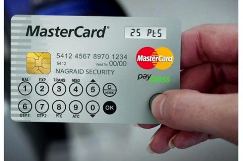 Mastercard lanza una tarjeta con pantalla LCD