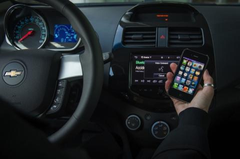 Las nuevas versiones de Chevrolet Spark y Aveo serán compatibles con Siri