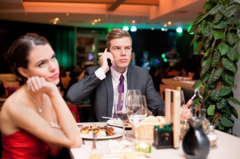 Cena con móvil