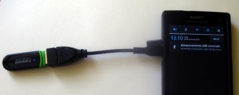 Conecta el pendrive a tu smartphone para extender su capacidad de almacenamiento