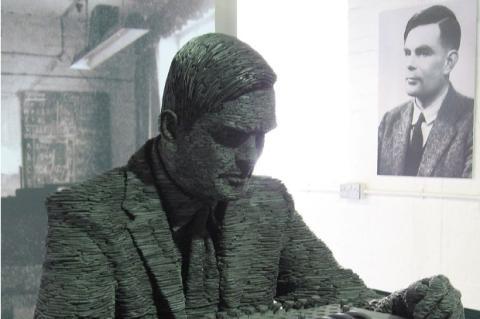 El gobierno británico se plantea ofrecer un perdón póstumo a Alan Turing, condenado por ser gay