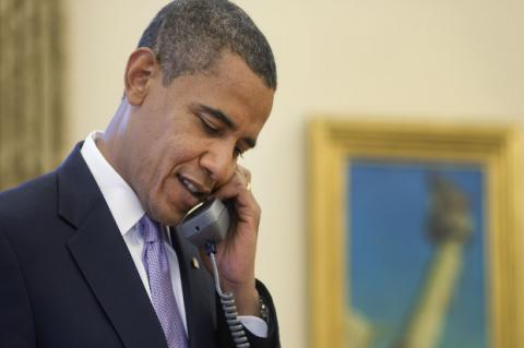 Presidente Barack Obama al teléfono