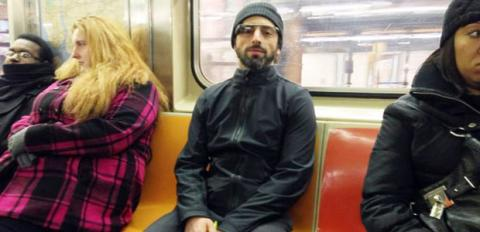 Sergei Brin Google Glass en el metro
