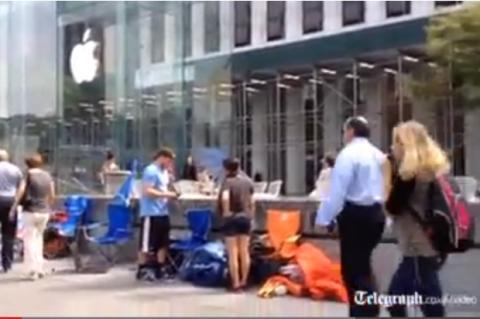 Grandes colas en las Tienda Apple para comprar el iPhone 5S y el iPhone 5C