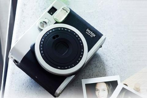 instax mini 90 Neo Classic, nueva cámara instantánea de Fujifilm