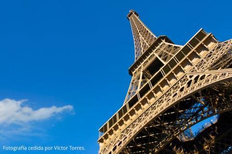 Torre Eiffel gana dinero con tus fotos
