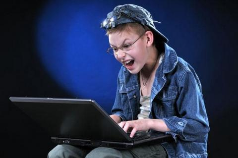 Niño de 12 años, declarado culpable de hackear webs del gobierno para Anonymous, a cambio de videojuegos