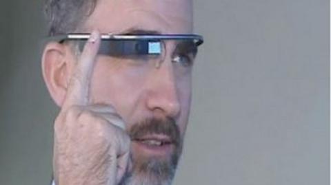 Felipe de Borbón con Google Glass