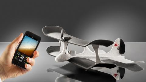 SmartPlane, el avión a control remoto que manejas con el móvil
