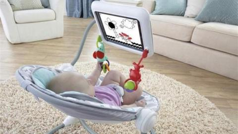 Una asociación pide retirar la silla de bebé de Fisher-Price con soporte para iPad