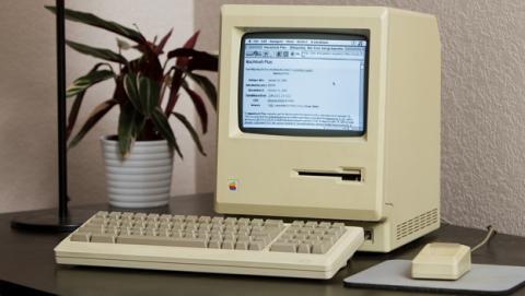 Conectan a Internet un Mac Plus de hace 27 años