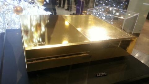 Xbox One chapada en oro, por 7100 €