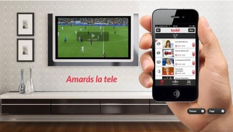 La segunda pantalla, es decir, usar el smartphone o la tablet mientras ves la tele, se pone de moda. Te mostramos las alternativas.