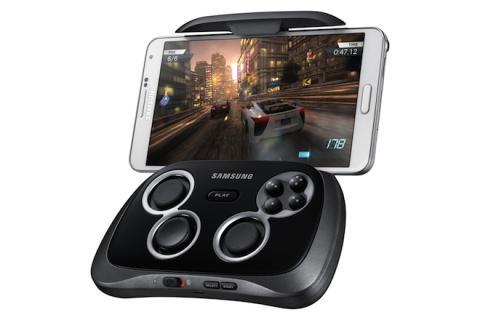 Acoplado a tu smartphone, el gamepad proporciona botones y sticks para controlar los juegos