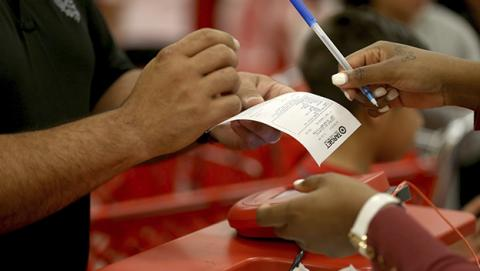 Target, robo de tarjetas de crédito y venta en mercado negro