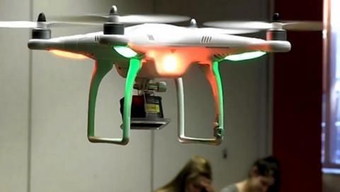 Drones con cámara en los colegios para evitar que los estudiantes copien y usen chuletas en los exámenes