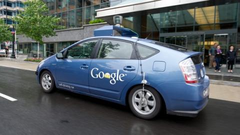 Patente de Google ofrece transporte gratis en coche sin conductor de Google, para llevarte a tiendas o locales de ocio