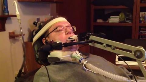 QuadStick, el mando para que los tetrapléjicos puedan jugar a videojuegos, además de controlar el teclado y el ratón con la boca.