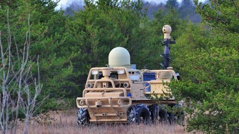 Lockheed Martin presenta camiones y todoterrenos militares autonómos sin conductor, para convoyes de transporte