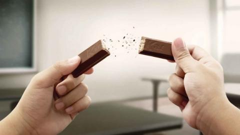 Ultimatum de Google: o usas Android KitKat en los smartphones nuevos, o no entras en Google Play