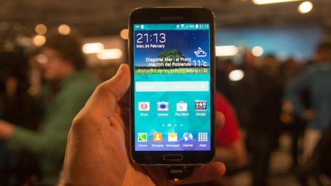 Galaxy S5 decepciona, competencia trolea a Samsung por Twitter