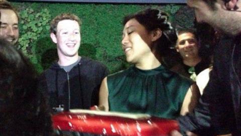 Mark Zuckerberg tuvo tiempo en Barcelona para irse de fiesta